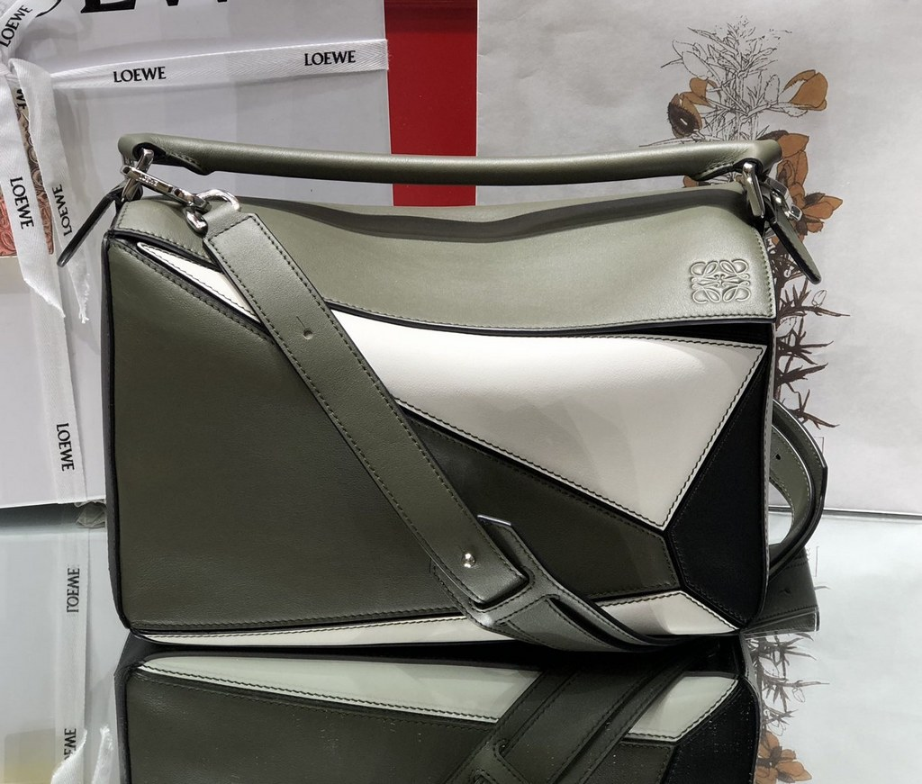 Loewe Puzzle Classic Calfskin Bag 061608 Army Green&White