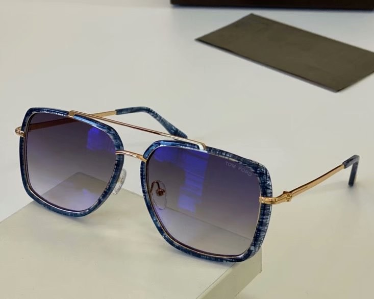 Tom Ford Lionel Sunglasses FT0750-4