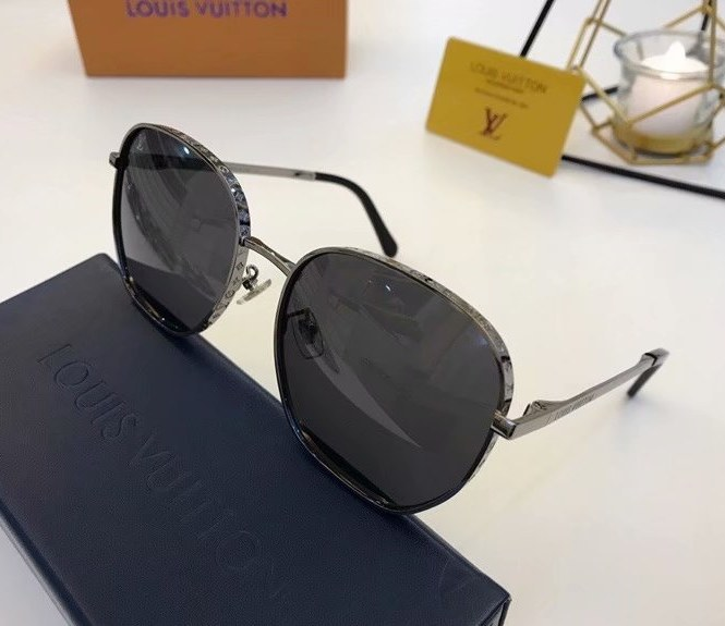 Louis Vuitton LV Catch Round Sunglasses Z1352E-1